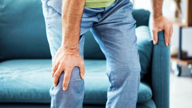 You can adopt these home remedies from flaxseed to gum in knee pain